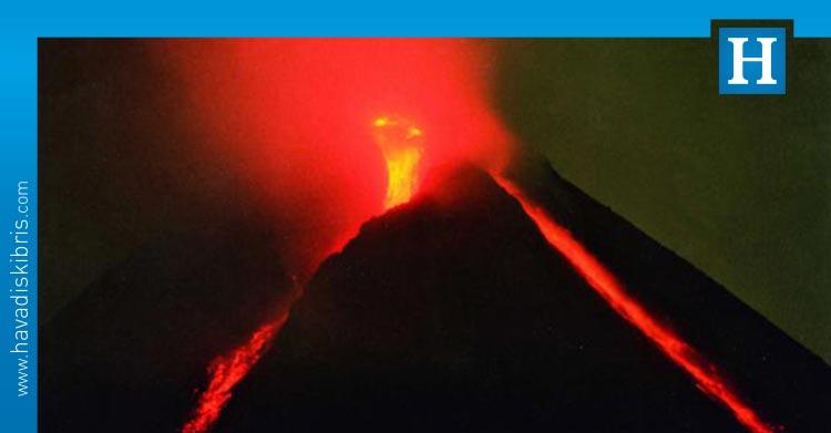 Merapi Yanardağı lav püskürtmeye devam ediyor