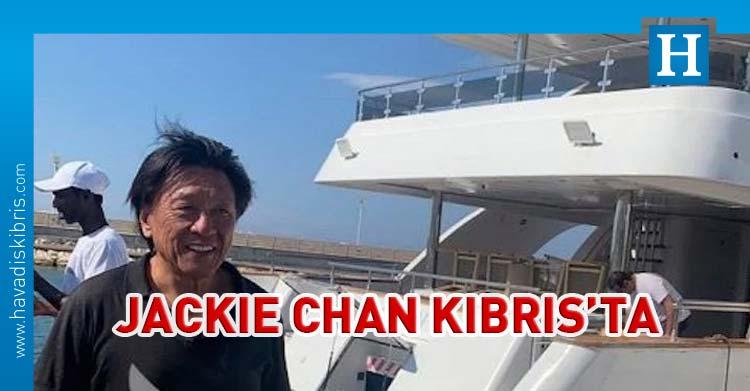 Jackie Chan Pazartesi günü Kıbrıs'ta tatil yaparken görüntülendi.