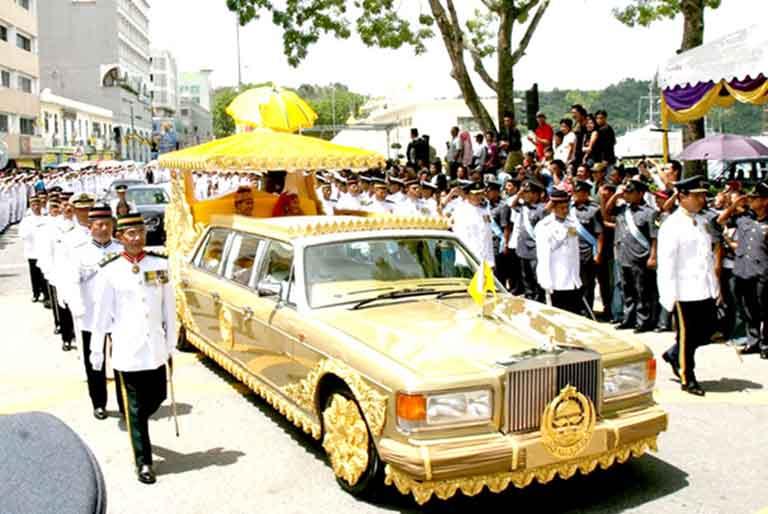 Brunei Sultanı'nın altın kaplı Rolls Royce arabası